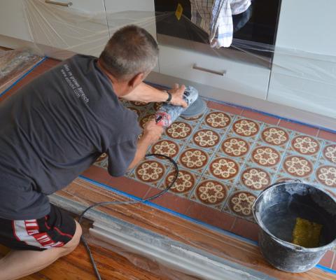Schleifen von Zementplatten,Zementplatten schleifen,Reinigung Zementplatten,schleifen Zementfliesen